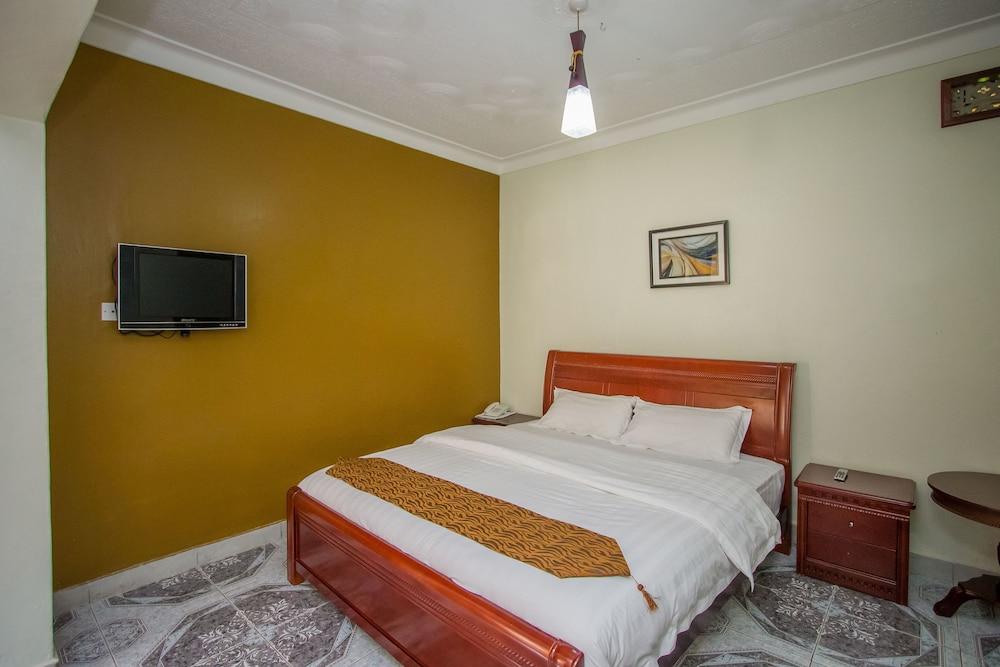 Tuzza Hotel, Igara