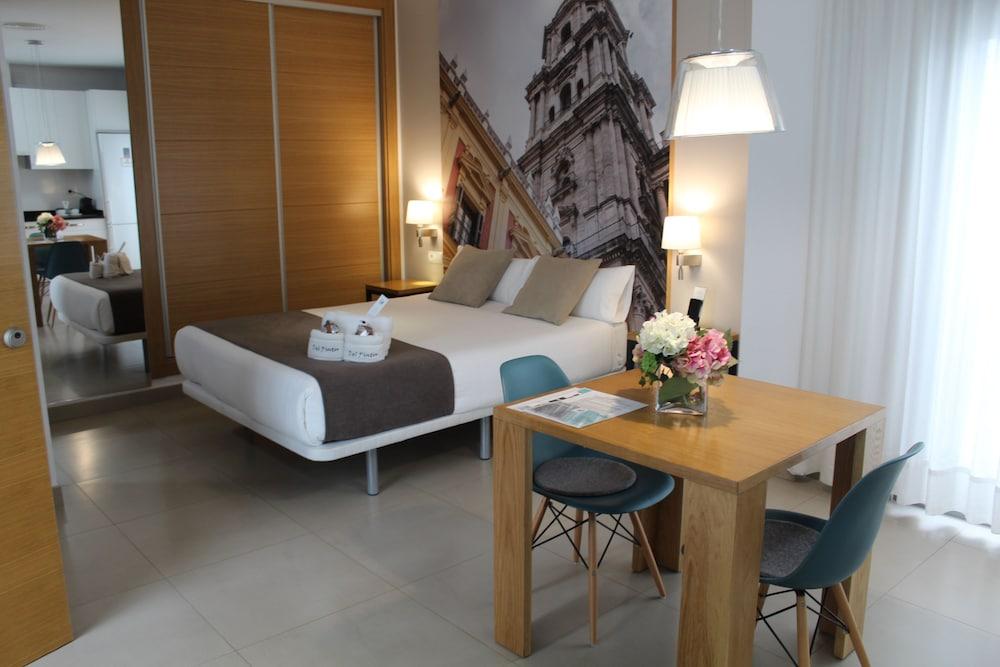 https://i.travelapi.com/hotels/18000000/17710000/17701600/17701558/46870442_z.jpg