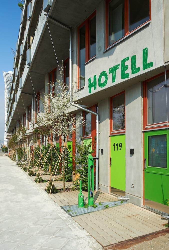 https://i.travelapi.com/hotels/18000000/17720000/17711400/17711335/86aa56cd_z.jpg