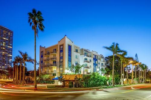 Mare Azur Design District Luxury Apartments, Miami-Dade