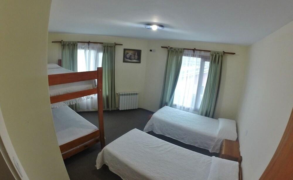 https://i.travelapi.com/hotels/18000000/17730000/17727600/17727542/4050f760_z.jpg