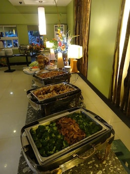 TANZA OASIS HOTEL AND RESORT Buffet