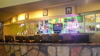 TANZA OASIS HOTEL AND RESORT Hotel Bar