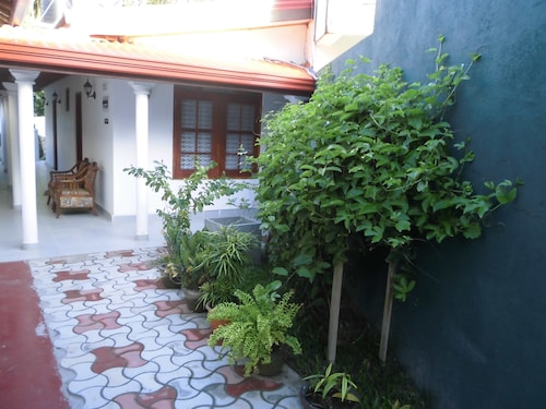 ExtremeHost Guest House, Weligama