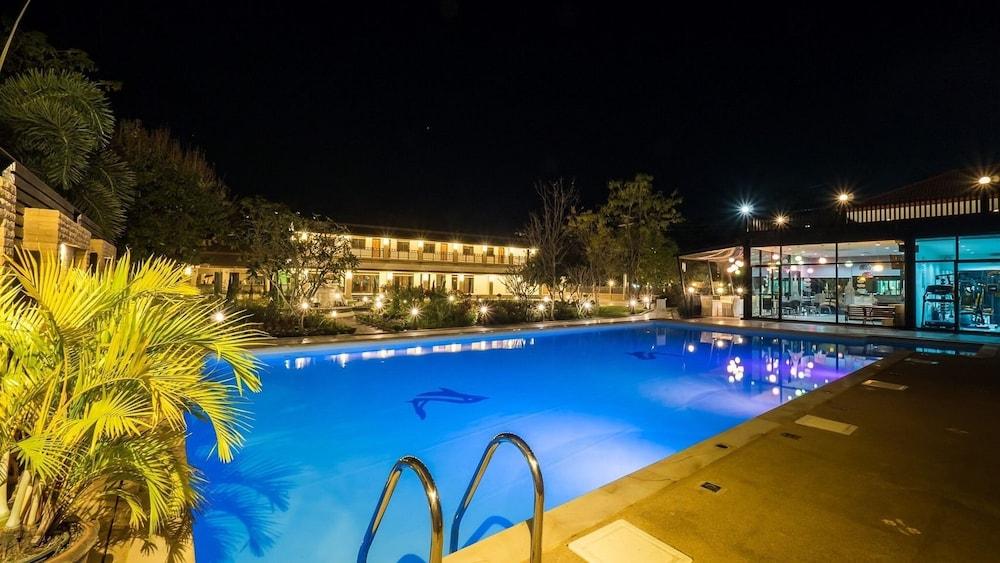 Au Place Hotel