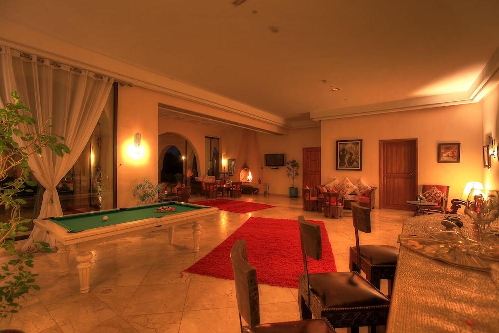 https://i.travelapi.com/hotels/18000000/17750000/17749100/17749029/02cab01c_z.jpg