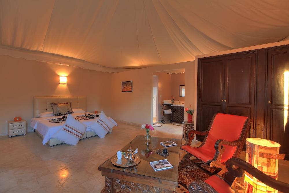 https://i.travelapi.com/hotels/18000000/17750000/17749100/17749029/7067e714_z.jpg