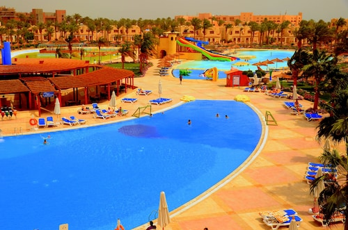 Royal Lagoons Aqua Park Resort Families and Couples Only, Al-Ghurdaqah