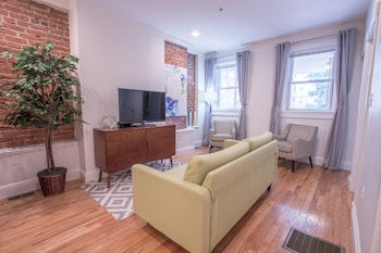 Artsy 3BR in Allston by Sonder photo