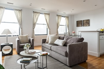 Chic 1BR in Theater District by Sonder photo