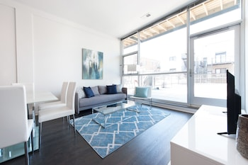 Sleek 2BR in Lincoln Park by Sonder photo