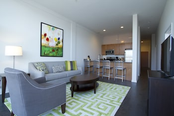 Charming 2BR in Lincoln Park by Sonder photo