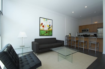Contemporary 2BR in Lincoln Park by Sonder photo