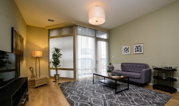 Vibrant 2BR in Lincoln Park by Sonder photo