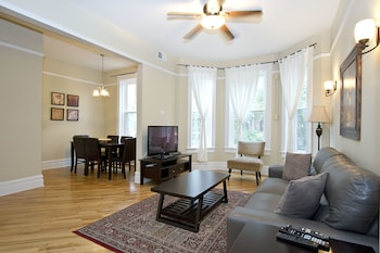 Classic 3BR in Lake View by Sonder photo