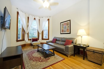 Lovely 3BR in Lake View by Sonder photo