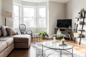 Modern 2BR in Cambridge by Sonder photo