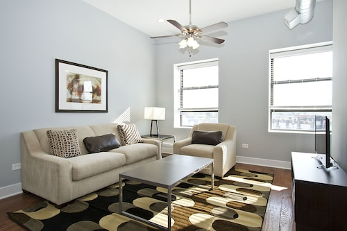 Posh 2BR in River West by Sonder, Cook