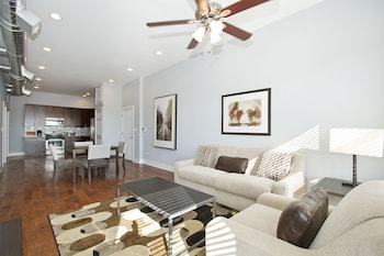 Posh 2BR in River West by Sonder photo