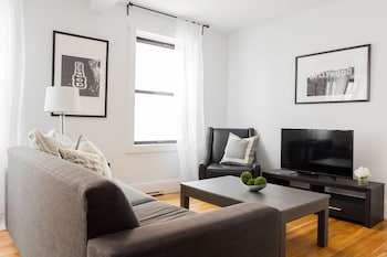 Lively 1BR in Theater District by Sonder photo