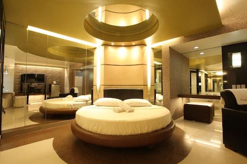 One Serenata Hotel Bacao, General Trias