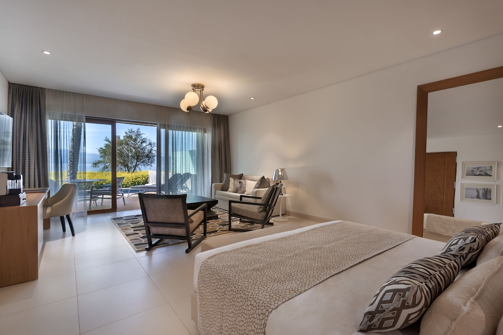 https://i.travelapi.com/hotels/18000000/17770000/17767000/17766947/1002479b_z.jpg