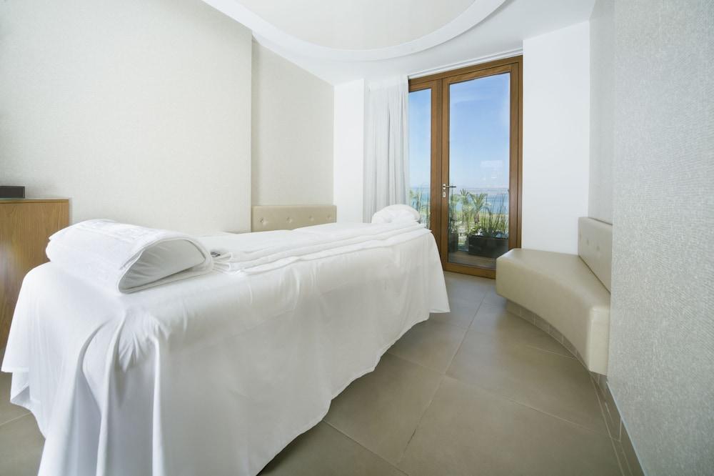https://i.travelapi.com/hotels/18000000/17770000/17767000/17766947/262527d2_z.jpg