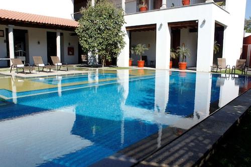 __{offers.Best_flights}__ Radisson Hotel Cuernanvaca