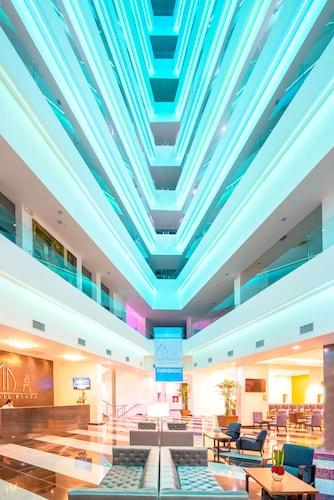 . Wyndham Manta Sail Plaza Hotel & Convention Center