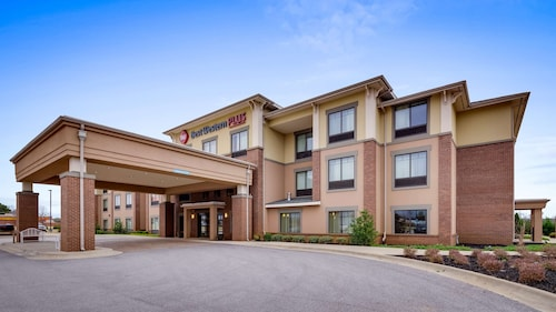 . Best Western Plus Tuscumbia Muscle Shoals Hotel and Suites