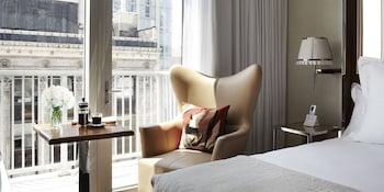 Guestroom at Mondrian Park Avenue in New York