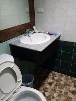 WREGENT PLAZA HOTEL Bathroom Sink