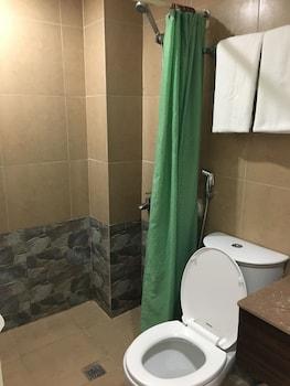 WREGENT PLAZA HOTEL Bathroom