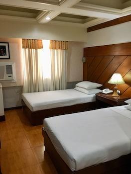 WREGENT PLAZA HOTEL Room