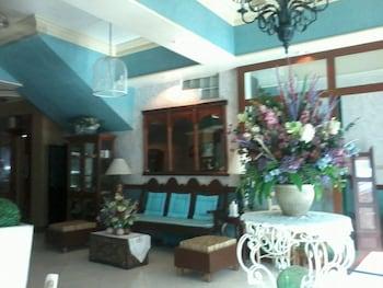 WREGENT PLAZA HOTEL Lobby Sitting Area