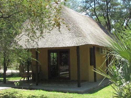 Mochaba Crossing Lodge, Ngamiland East