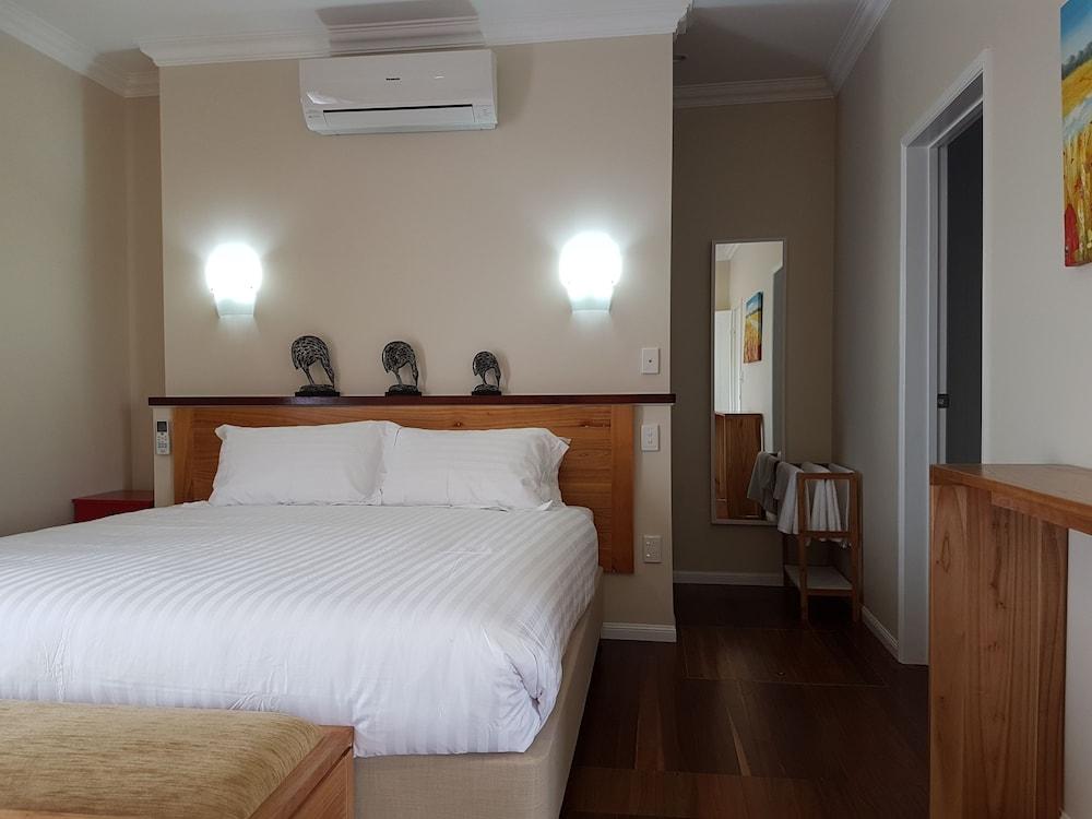 https://i.travelapi.com/hotels/18000000/17810000/17801700/17801616/32a0e83a_z.jpg