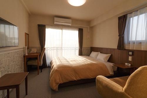 Hotel Quartz Shin Osaka, Osaka