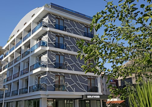 Kalevera Hotel, Merkez