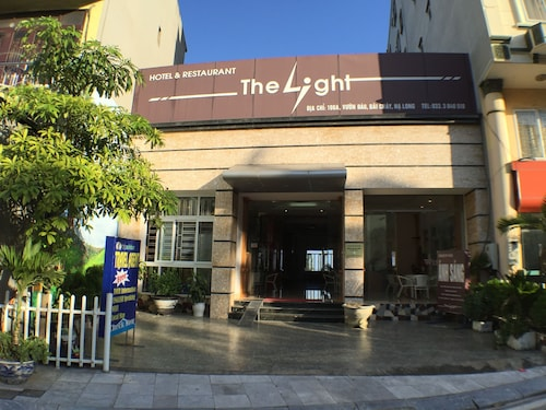 The Light Hotel, Hạ Long