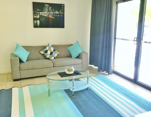 Via Veneto - 3 Bedroom Private Home, Brisbane