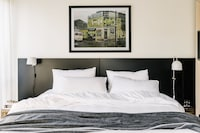 One Bedroom Hideaway Balcony Suite (Deluxe