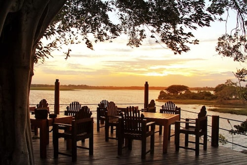 . Lake Wind Hotel