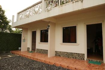 MAYON VIEW GARDEN APARTELLE & RESTAURANT Terrace/Patio