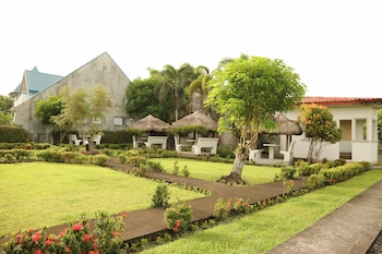 MAYON VIEW GARDEN APARTELLE & RESTAURANT Property Grounds