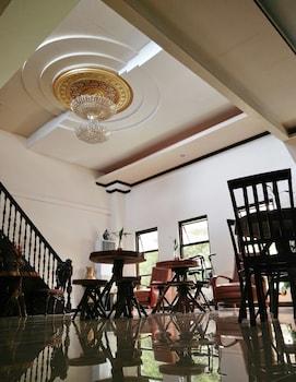 THIRD & SEAN'S PLACE Interior