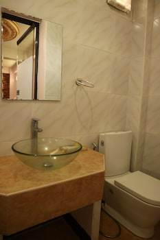 THIRD & SEAN'S PLACE Bathroom
