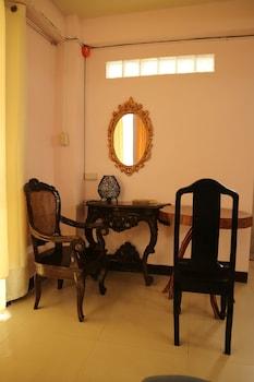 THIRD & SEAN'S PLACE Room