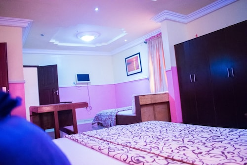 Maria Suites, Mushin