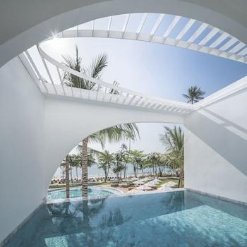 Oceanfront Balcony Pool Suite